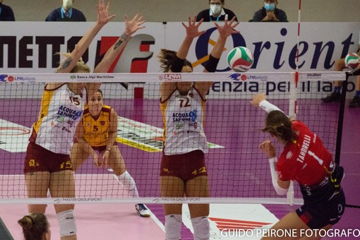 Un'immagine di repertorio relativa alla gara giocata tra Mondovì e Roma (foto Peirone)