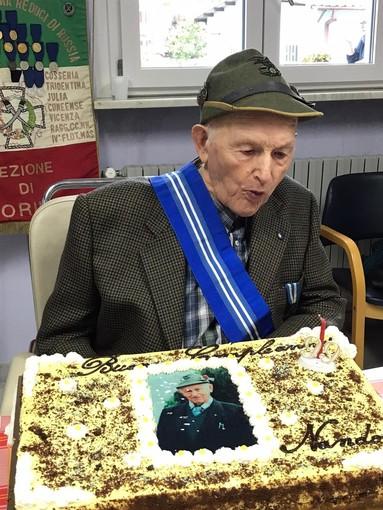 Nando, ultimo reduce alpino di Martiniana Po, ha festaggiato 99 anni