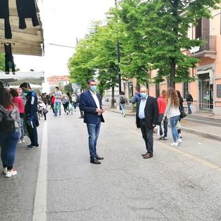 Fossano torna alla normalità: negozi e servizi aperti, il mercato diffuso e l'attesa per bar e ristoranti