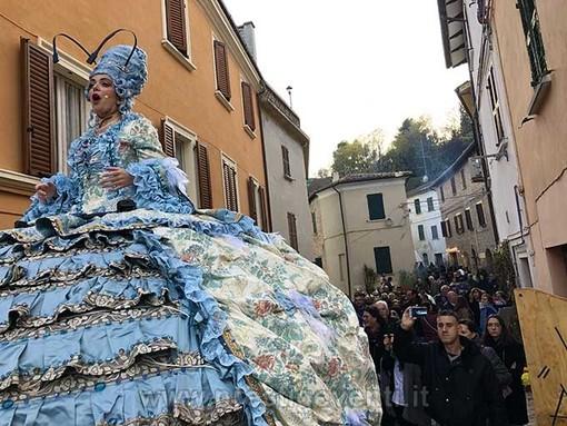 """A Savigliano la cantante lirica """"Madame Operà"""" per allietare il Natale in città"""