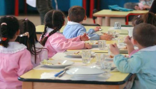 Mondovì rivoluziona la refezione scolastica: diete speciali, borse termiche e free beverage