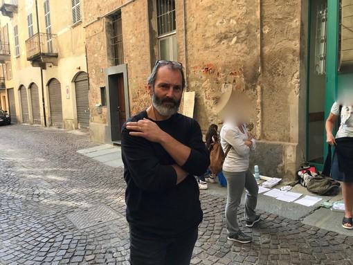 Una lettera ai suoi studenti per spiegare perché è contro il green pass: la protesta pacifica del prof dei Geometri di Cuneo [VIDEO]