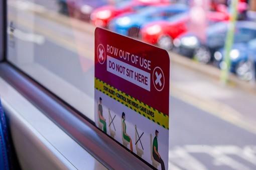 Lezioni su due turni e più bus (carichi al 50%) in entrata e uscita: il piano della Regione per far ripartire in sicurezza le lezioni