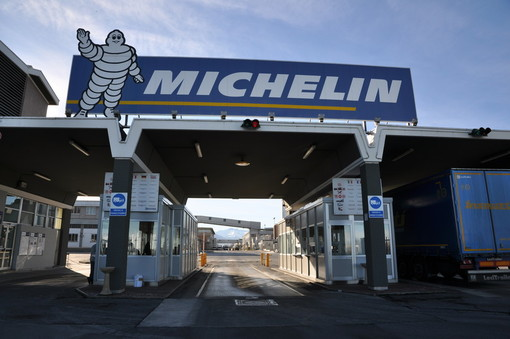 La Michelin di Cuneo si produce le mascherine per garantire la sicurezza dei lavoratori