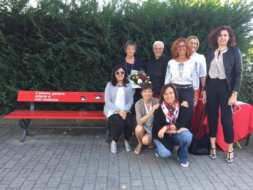 A Montà d'Alba: panchine dipinte di rosso, contro la violenza di genere