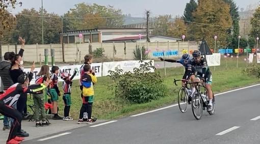 Giro d'Italia: il saluto di Matteo Sobrero alla Alba Bra Langhe Roero (FOTO)
