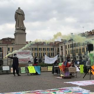 """""""Uniti, la scuola è di tutti"""": in piazza Galimberti a Cuneo una festa per i giovani, tra musica, parole e arti circensi"""