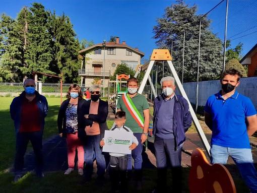 Un parco giochi rinnovato a San Defendente di Cervasca con il contributo di Merlo Group Aps