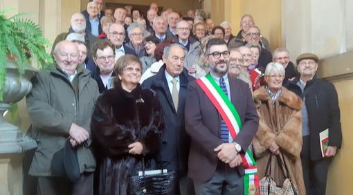 Nozze d'oro 2018: foto di gruppo sullo scalone del municipio