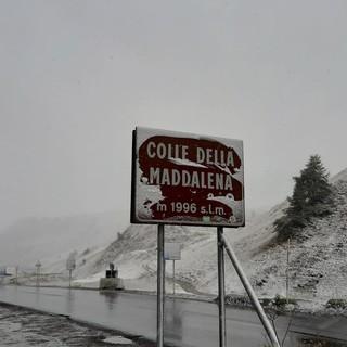 Bianco risveglio per il Colle della Maddalena: ecco i primi fiochi d'autunno