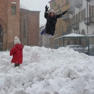 L'anno nuovo si apre con intense nevicate su tutta la Granda: da Alba a Cuneo, attesi accumuli superiori ai 30 centimetri
