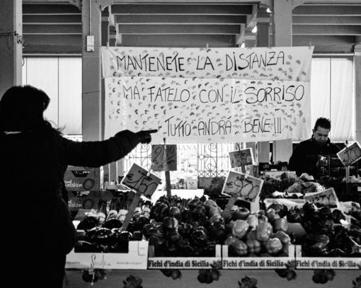 Tutto sembra sospeso: il mercato coperto di Cuneo negli scatti di Oliver Migliore