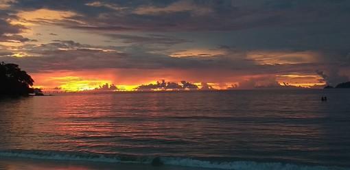 Anche da Patong beach, Mare delle Andamane, nonostante il covid si legge Targatocn.it ...e voi?