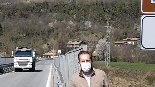 Selfie del sindaco di Gaiola davanti al Ponte dell'Olla... in attesa che Anas risponda