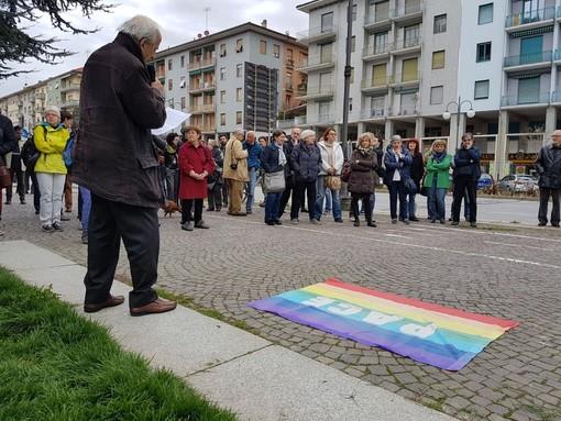 """""""No alla guerra"""": a Cuneo un presidio spontaneo per la pace (FOTO E VIDEO)"""