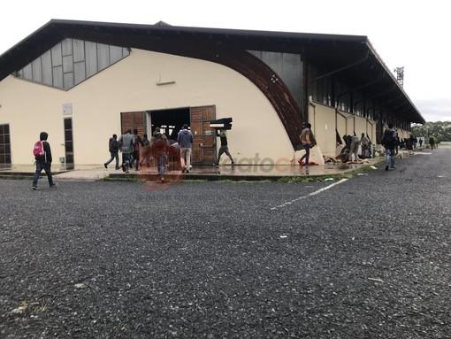 """Corteo stagionali a Saluzzo, Partito Comunista: """"Le istituzioni risolvano subito l'emergenza per i lavoratori senzatetto"""""""