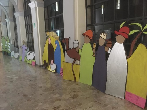 Un presepe di speranza all'Ospedale Santo Spirito di Bra, grazie ai bambini della Scuola Primaria Edoardo Mosca