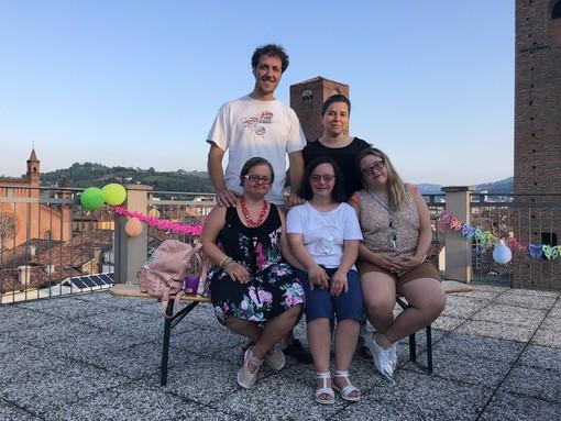 I fidanzati Livia e Davide con Ludovica, Sara e Samuela