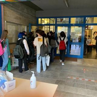 """Via al nuovo anno scolastico anche a Cuneo, tra green pass e voglia di normalità """"al 100%"""" (GALLERY E VIDEO)"""