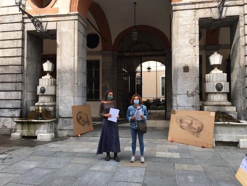 Presidio contro l'ordinanza antibivacco a Cuneo: un'azione simbolica per chiedere dignità per i senzatetto