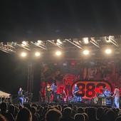 Energia e nostalgia: Max Pezzali infiamma Fossano e chiude la stagione dell'Anima Festival