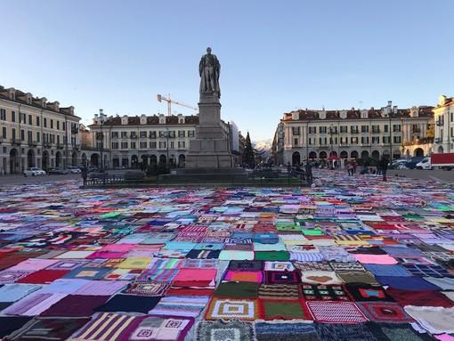 Aiuti concreti alle donne in difficoltà: le bellissime coperte di Viva Vittoria Cuneo sono servite a questo