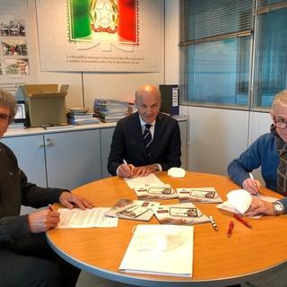 Da sinistra, il presidente di Confcooperative Cuneo Alessandro Durando, il condirettore delle sedi cuneesi di Pegaso e Mercatorum Carmine Maffettone e il direttore dell'associazione datoriale Pietro Cavallero