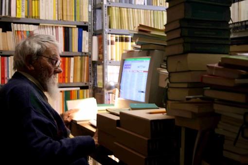 73mila libri da salvare: piccolo spiraglio di luce per la biblioteca di padre Sergio a Marmora