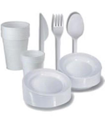 Piatti e bicchieri di plastica andranno nel contenitore
