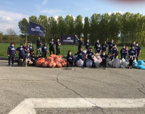 "Santa Vittoria d'Alba: 150 kg di rifiuti raccolti dal gruppo ""Plastic Free"""