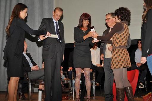 Romana Petri premiata da Piero Fassino, Sindaco Città Torino