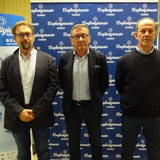 Presidenza zonale: La nuova presidenza di zona di Carrù. Da sinistra Claudio Ballauri (vicepresidente vicario), Enzo Pollano (presidente), Luca Boffa (vicepresidente)
