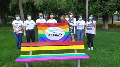 Una panchina arcobaleno per dire NO all'Omofobia: sarà al Parco della Resistenza a Cuneo