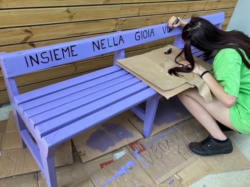 Cuneo: il quartiere SanPaolo ha la sua panchina della gentilezza