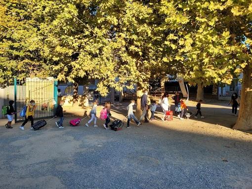 """Tutti gli studenti della """"Montalcini"""" a scuola con il Pedibus"""