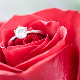 Come scegliere l'anello di fidanzamento perfetto