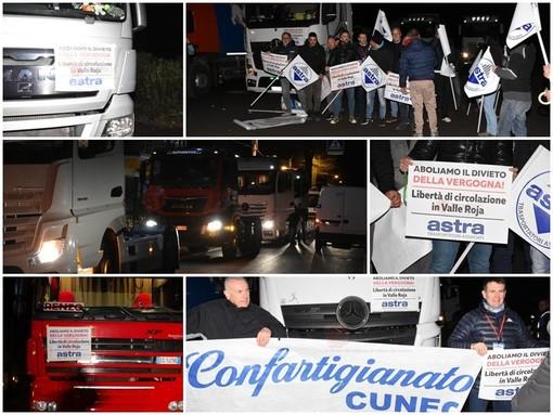"""È il giorno della protesta dei tir in Val Roya: una trentina di mezzi pesanti a passo di lumaca per abolire """"il divieto della vergogna"""" (FOTO E VIDEO)"""
