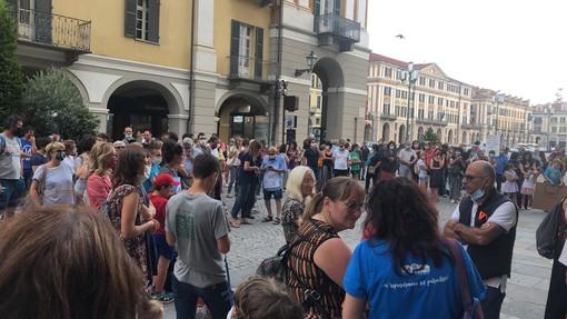 I partecipanti al presidio dello scorso 25 giugno a Cuneo