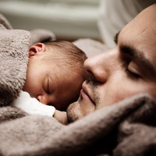 Il sonno del bebè è importante come e quanto quello dei genitori