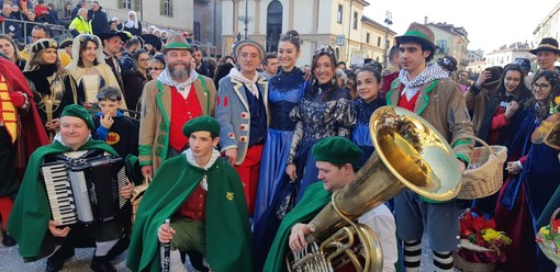 Saluzzo, grande avvio del Carnevale: protagonisti assoluti 900 bambini di 8 oratori e  tante maschere da varie province