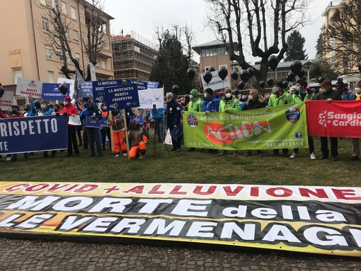 """""""La montagna merita rispetto"""": a Cuneo la protesta del mondo della neve, fermo da marzo 2020 [VIDEO E FOTO]"""
