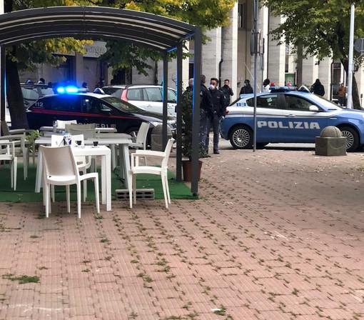 Lite tra due uomini in zona stazione: intervento di polizia e carabinieri