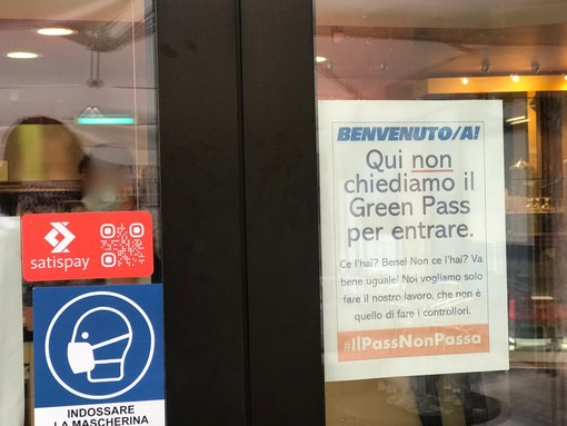 """""""Qui non chiediamo il green pass"""" all'ingresso della pasticceria Racca a Confreria. Il titolare: """"Non voglio lavorare sotto ricatto"""""""