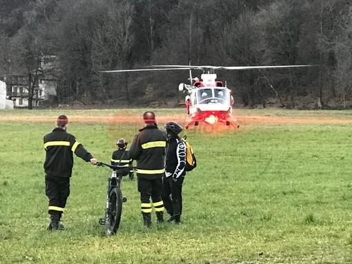 L'elicottero dei Vigili del fuoco recupera il biker disperso a Paesana (FOTO)