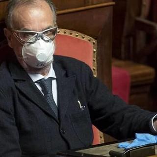 """Calderoli contro De Luca: """"Io, malato oncologico, faccio la fila"""""""