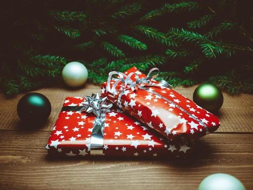 Cosa regalare a Natale: idee e consigli per evitare brutte figure sotto l'albero