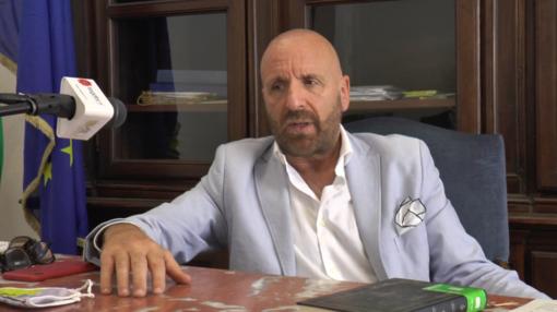 """L'auto di Grillo ancora nella scarpata a 40 anni dall'incidente, Riberi: """"Presto un'officina di vallata toglierà i resti"""" (VIDEO)"""