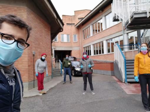 """Libri rimasti a scuola? La consulta giovanile di Cuneo """"in missione"""" per riconsegnarli agli studenti"""