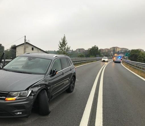 Scontro tra due auto sul raccordo autostradale di Fossano: intervengono ambulanza e polizia autostradale