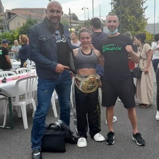 Simona Di Dio Martello, 25 anni, originaria di Bra, ha messo in bacheca il titolo mondiale ISKA Pro di Full Contact 59 kg, conquistato domenica 27 giugno a Saint Martin en Haut in Francia